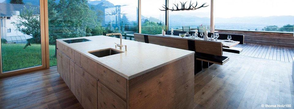 holzhaus innen holzhaus innen malern beim streichen im sollten nur biologisch materialien. Black Bedroom Furniture Sets. Home Design Ideas
